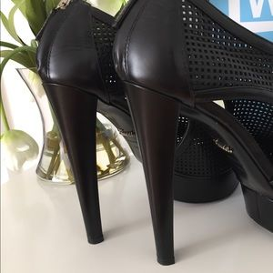 Gucci Shoes - 1100$ Gucci runway booties. Perfect condition